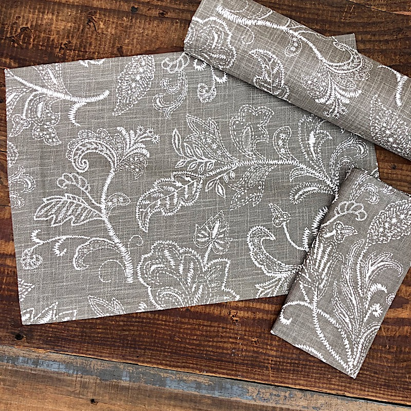Stitches Table Linens,137-02T