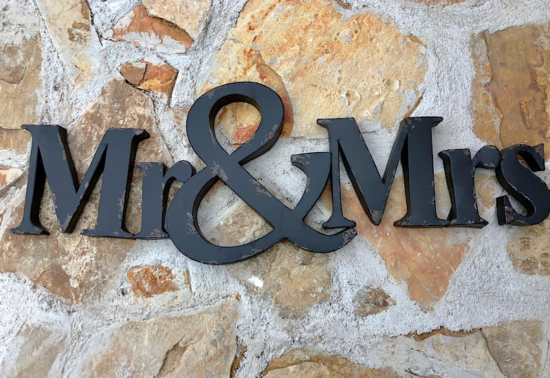 Mr&Mrs Metal Cut Out Sign,IH1068