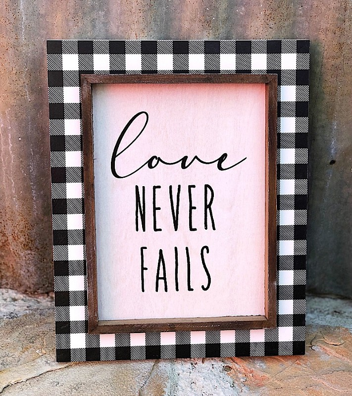 Love Never Fails Checkered Sign,PS-7281
